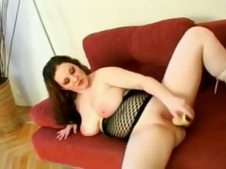 Chubby college girl gf masturbating her wet shaven pussy